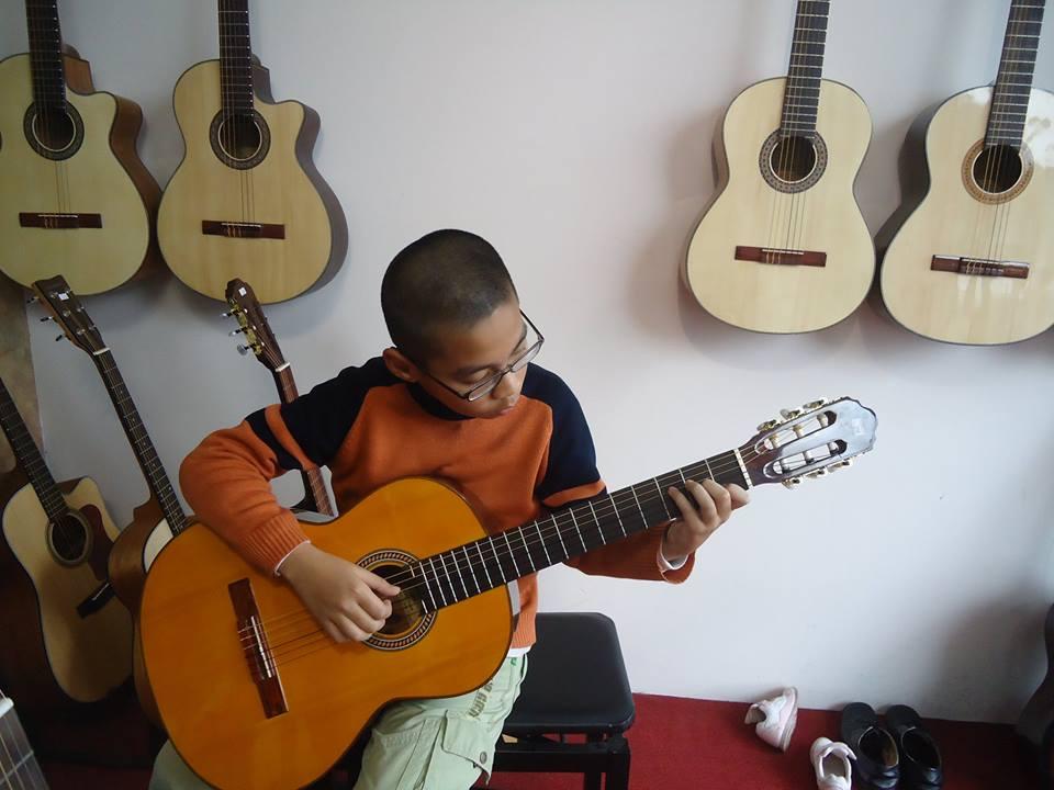 guitar trẻ em
