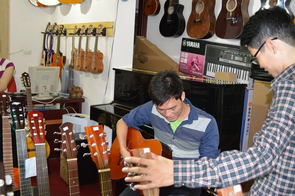guitar sinh vien