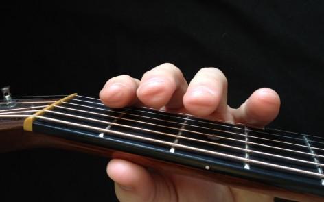 Kết quả hình ảnh cho đau tay khi chơi guitar