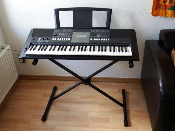 Yamaha PSR E423 Keyboard