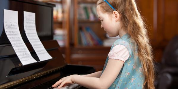 Kết quả hình ảnh cho bé học piano