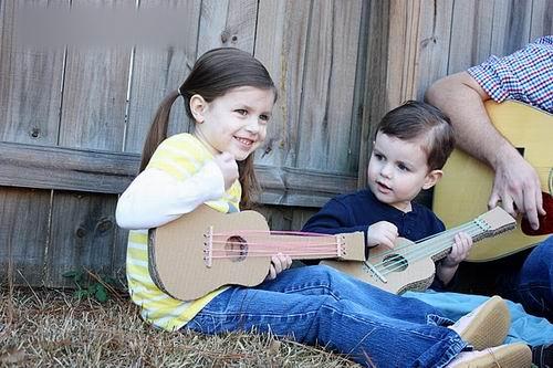 Kết quả hình ảnh cho mua đàn guitar làm quà tặng