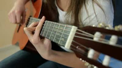 mua guitar classic